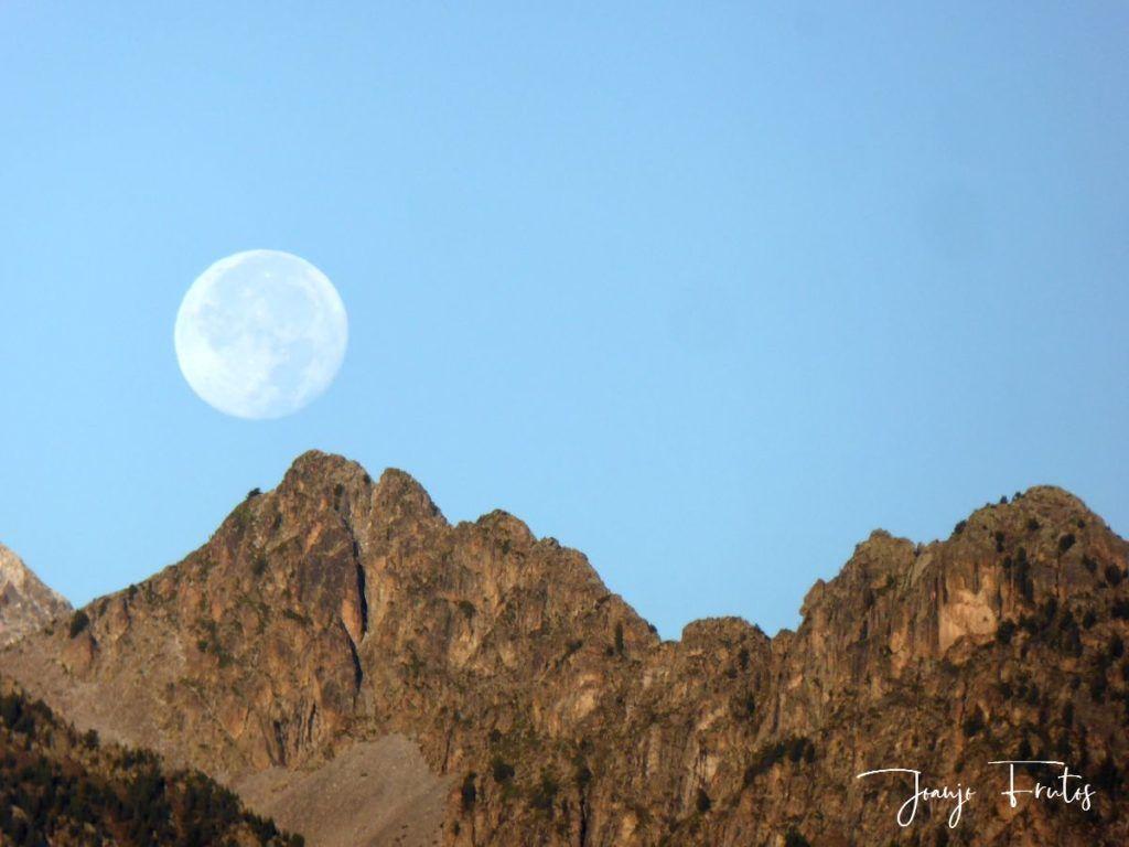 P1290832 1024x768 - Luna y nieve en el ValledeBenasque.