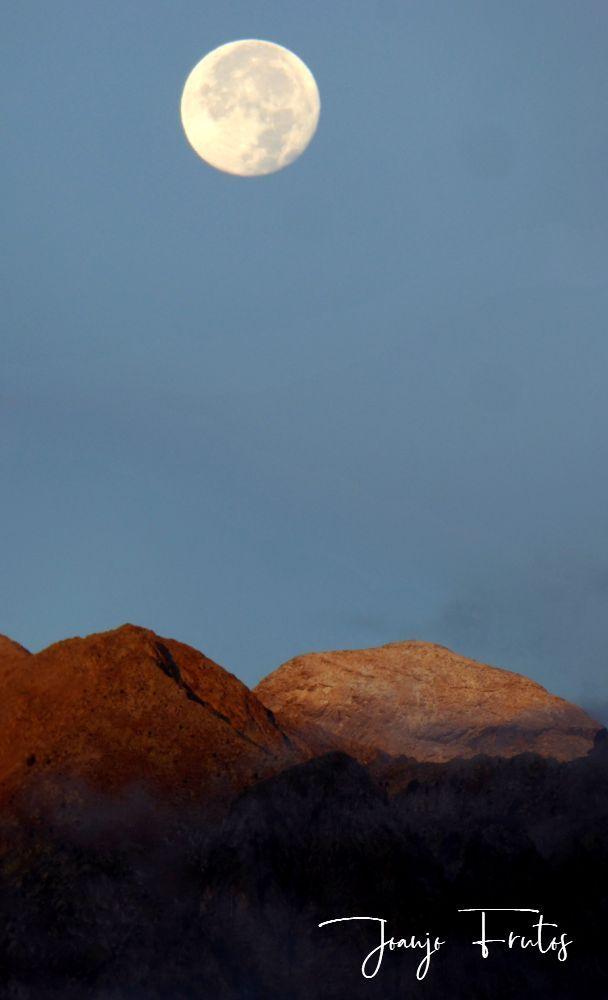 Panorama 1 001 - Luna y nieve en el ValledeBenasque.
