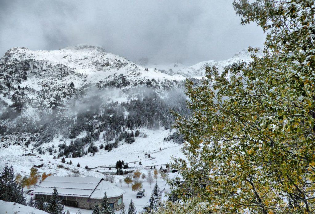 P1300288 fhdr 001 1024x698 - Tarda pero llega la nieve en el Valle de Benasque.