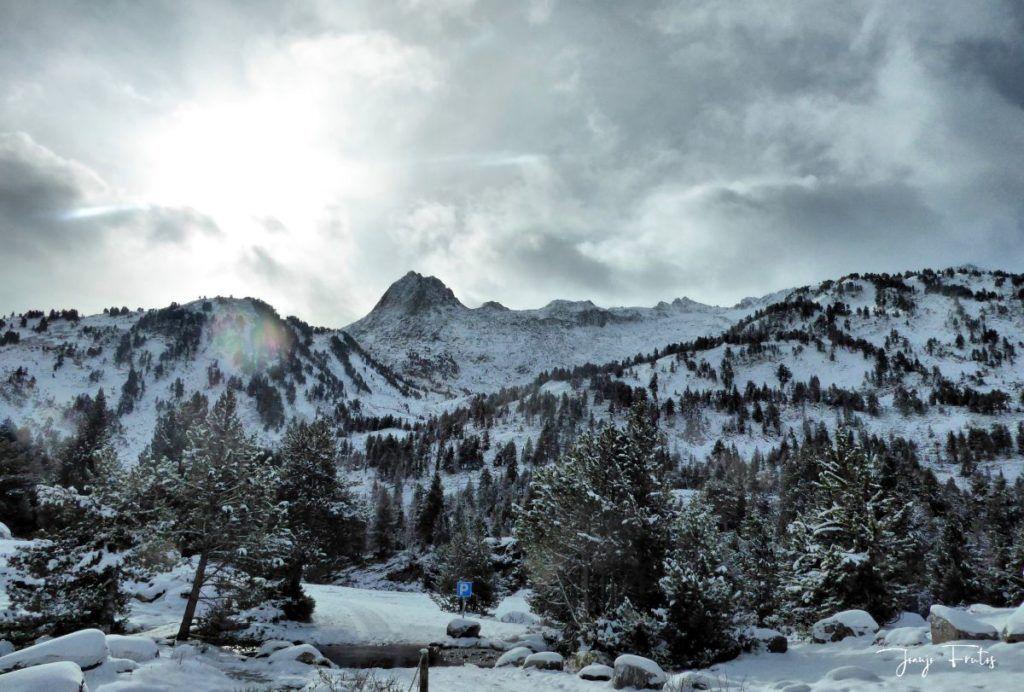 P1300296 fhdr 001 1024x692 - Tarda pero llega la nieve en el Valle de Benasque.