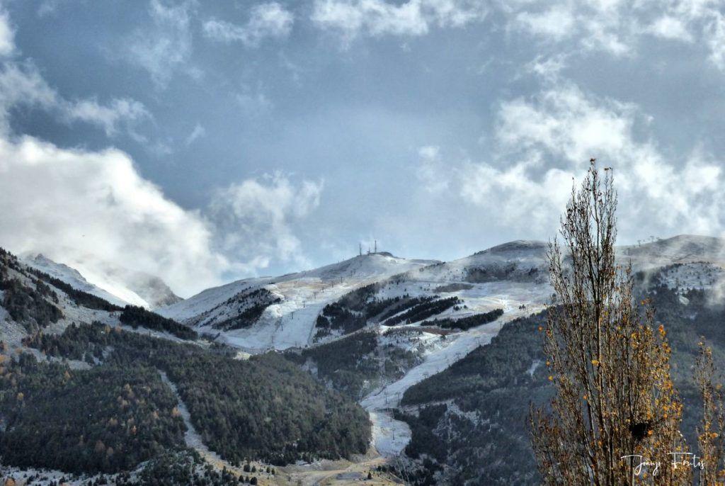 P1300357 fhdr 1024x686 - Tarda pero llega la nieve en el Valle de Benasque.