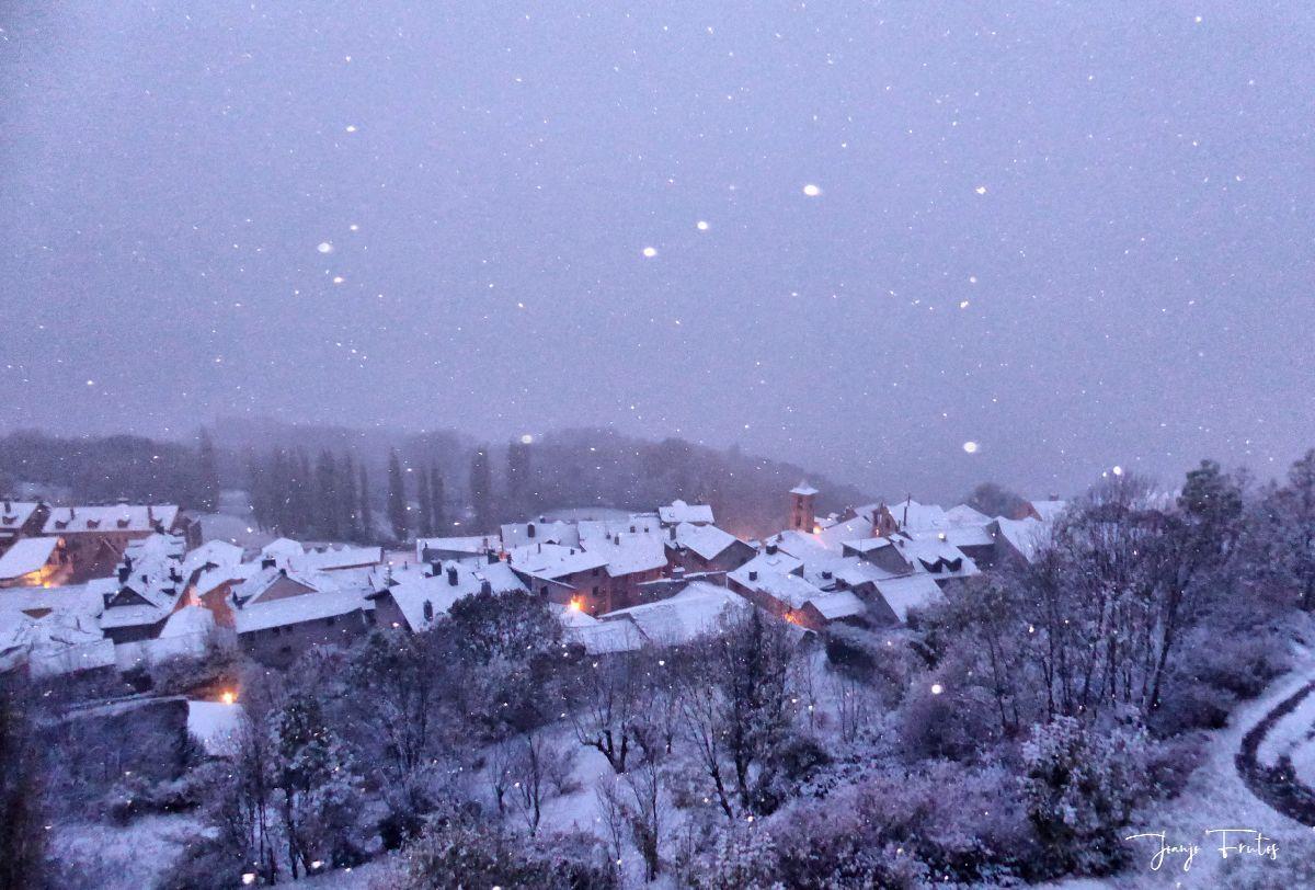 P1300358 fhdr - Tarda pero llega la nieve en el Valle de Benasque.