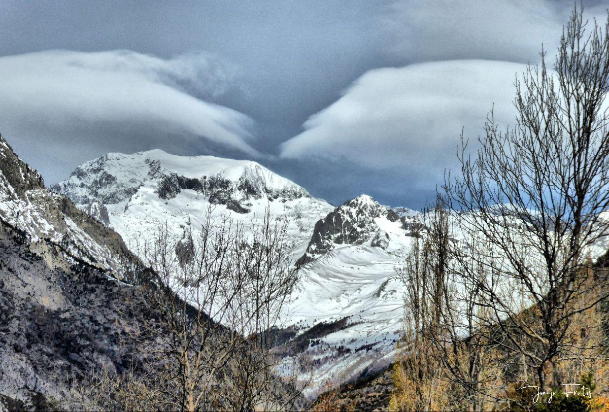 P1300462 fhdr - Modo ON, temporada de nieve en el Valle de Benasque.