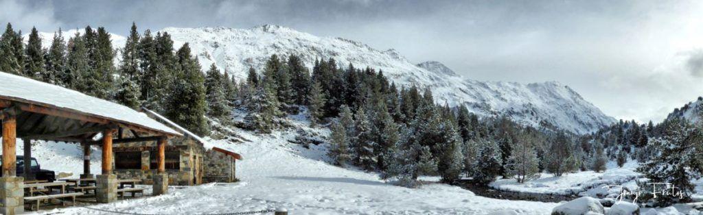 Panorama 1 001 fhdr 1024x314 - Tarda pero llega la nieve en el Valle de Benasque.