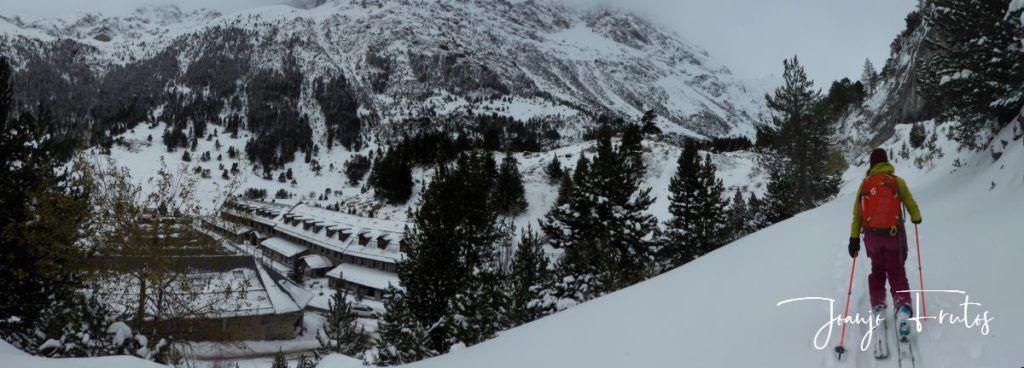 Panorama 1 1024x368 - Votamos esquiar en familia, Valle de Benasque.