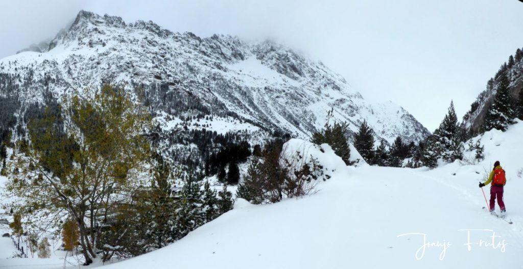 Panorama 2 1024x528 - Votamos esquiar en familia, Valle de Benasque.