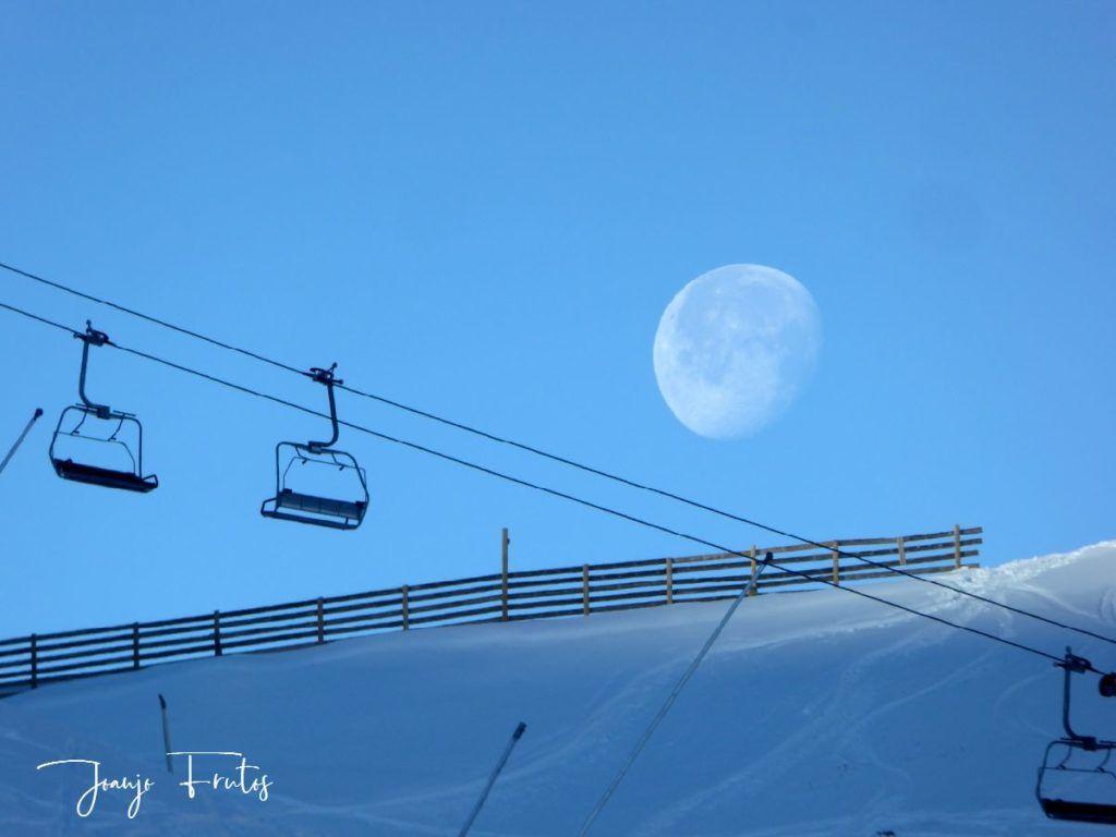 P1310117 1024x768 - Cuando la Luna esquía en Cerler.
