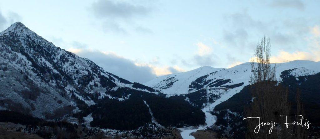 P1310328 1024x446 - Y nevó, poco pero seguiremos esperando en Cerler.