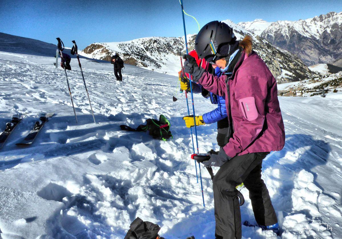 P1310672 fhdr 001 - Curso formación rescate en caso de alud de nieve.