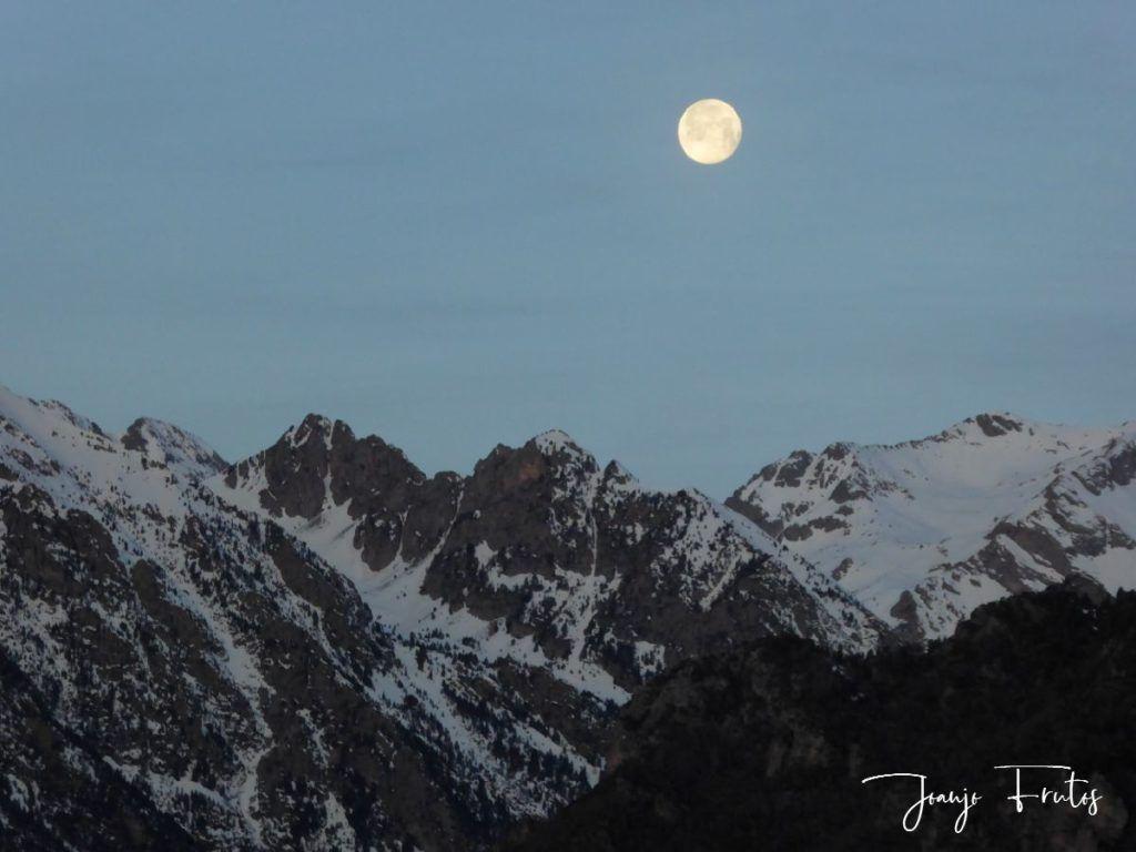 P1310713 1024x768 - Otra Luna llena en Cerler ...