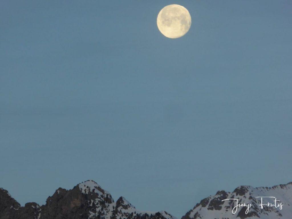 P1310714 1024x768 - Otra Luna llena en Cerler ...