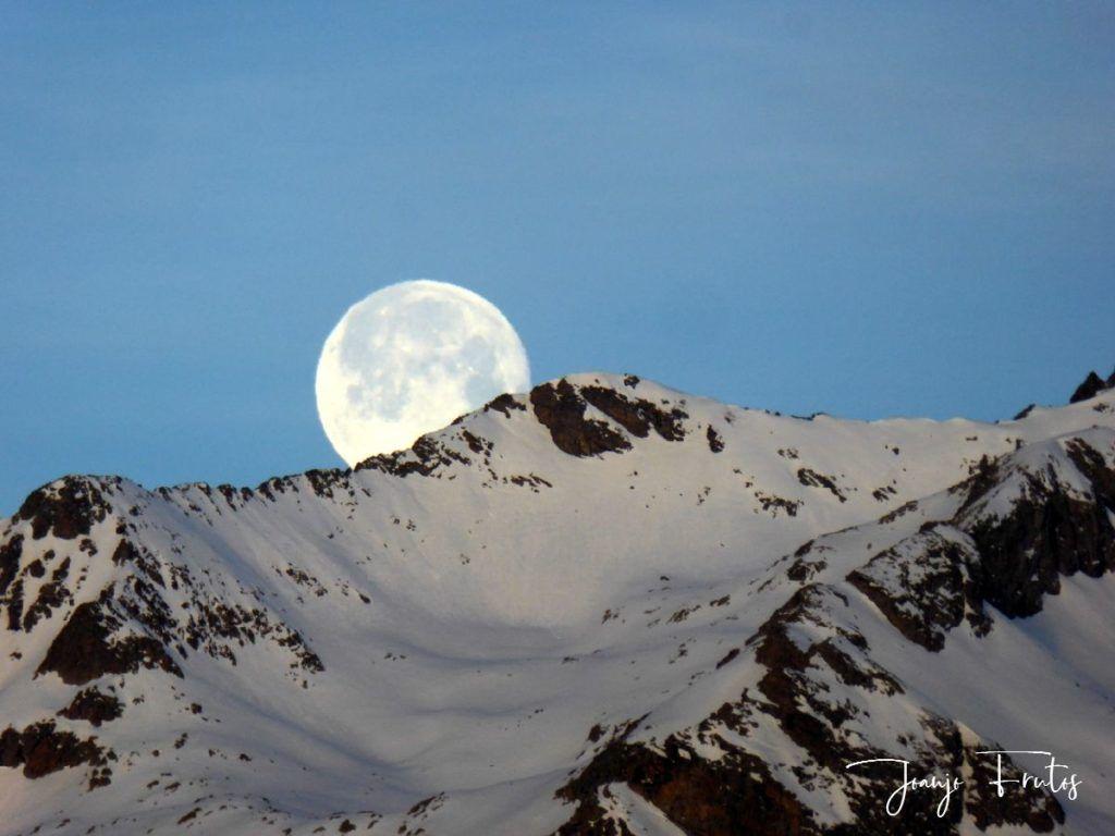 P1310731 1024x768 - Otra Luna llena en Cerler ...