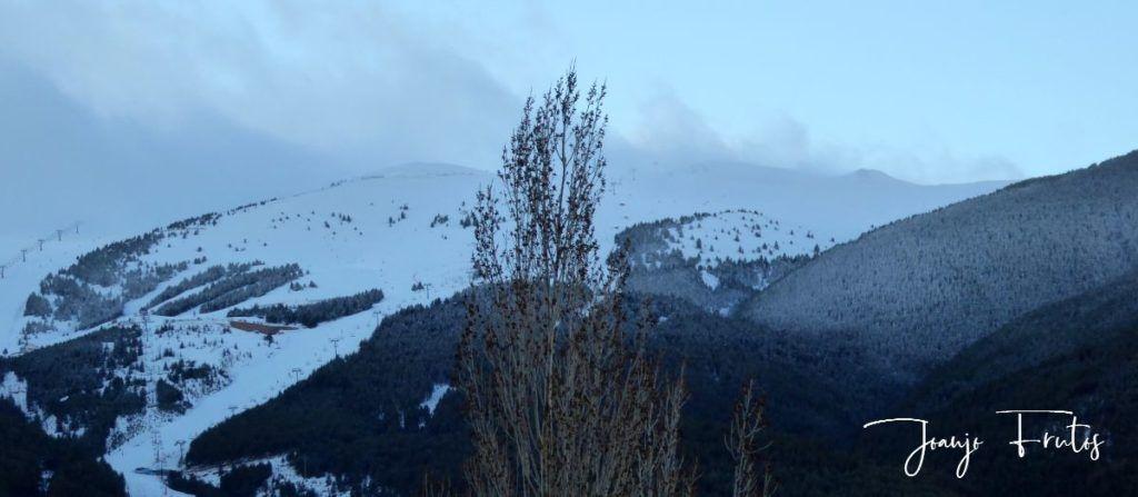 P1310880 1024x447 - Y ha vuelto la nieve ... Cerler.