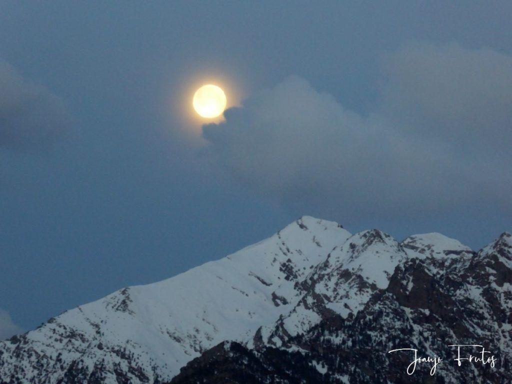 P1310897 1024x768 - Luna llena y viento en Cerler.