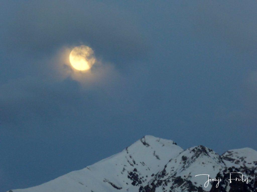 P1310900 1024x768 - Luna llena y viento en Cerler.