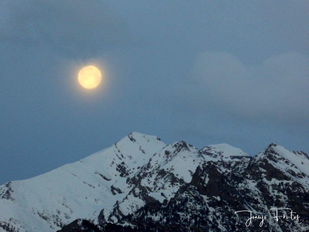 P1310902 1024x768 - Luna llena y viento en Cerler.