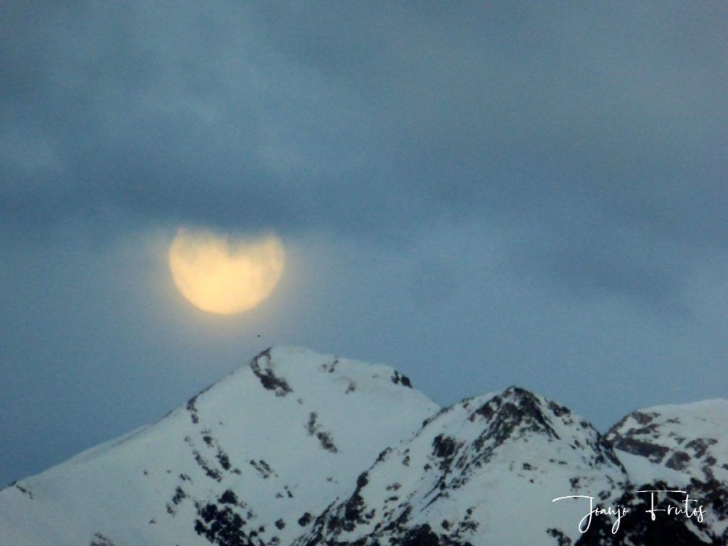 P1310905 1024x768 - Luna llena y viento en Cerler.