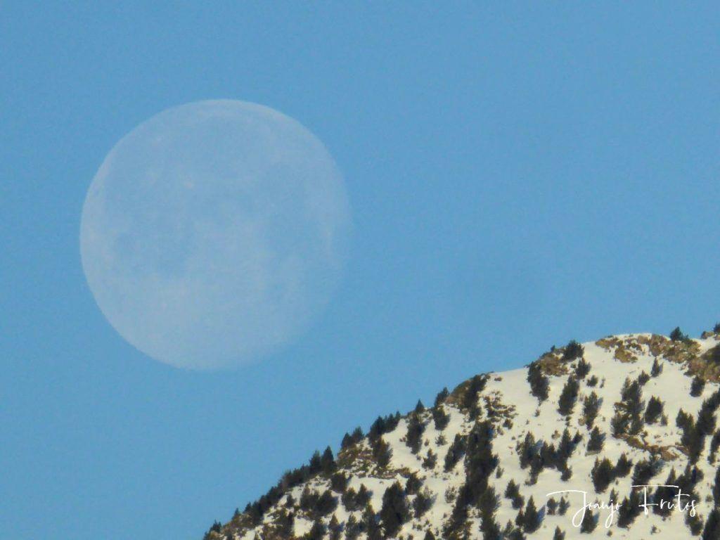 P1310917 1024x768 - Luna llena y viento en Cerler.