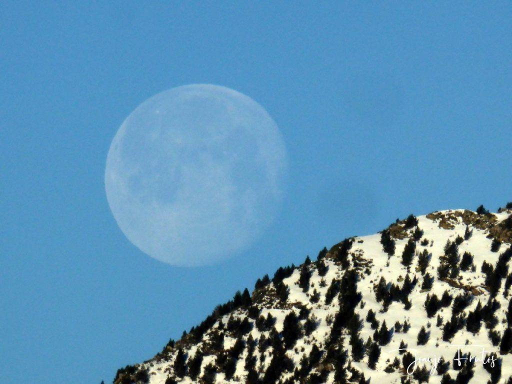 P1310919 1024x768 - Luna llena y viento en Cerler.