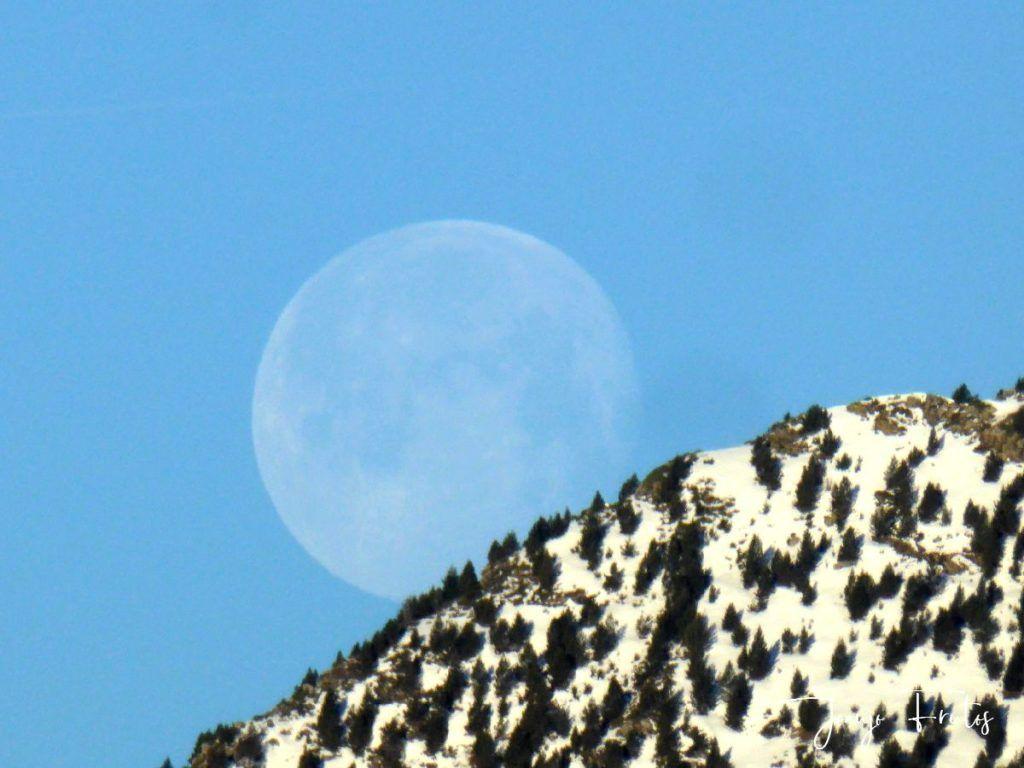 P1310922 1024x768 - Luna llena y viento en Cerler.