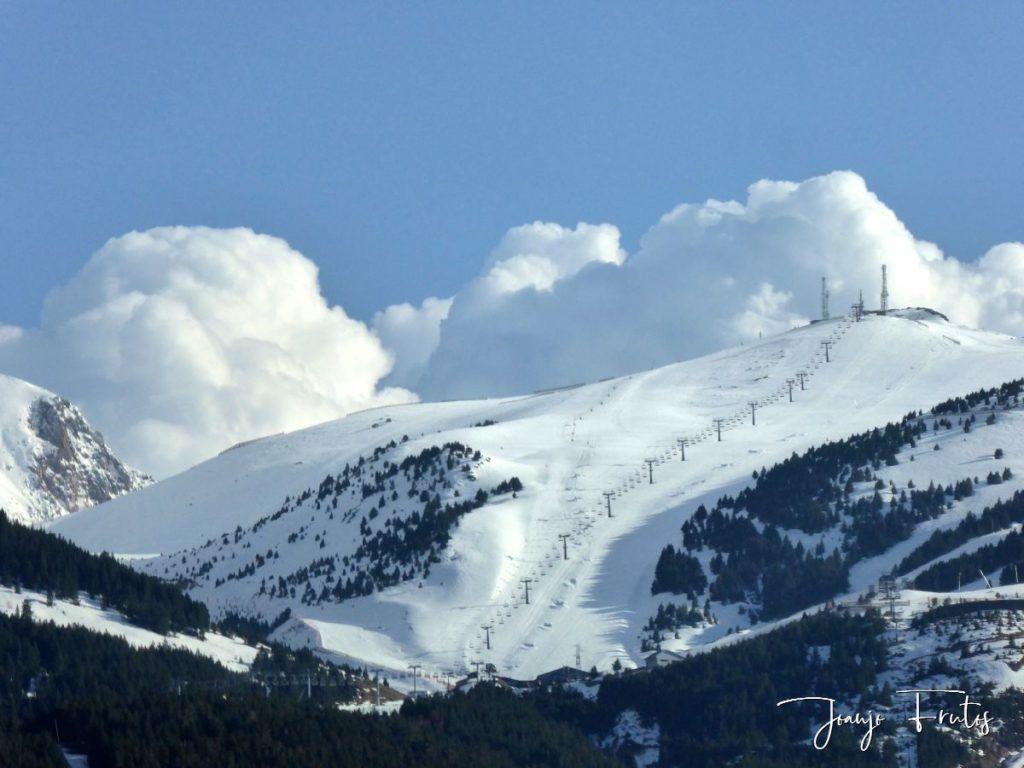 P1320117 1024x768 - Se casi acaba marzo nevando en Cerler (Valle de Benasque).