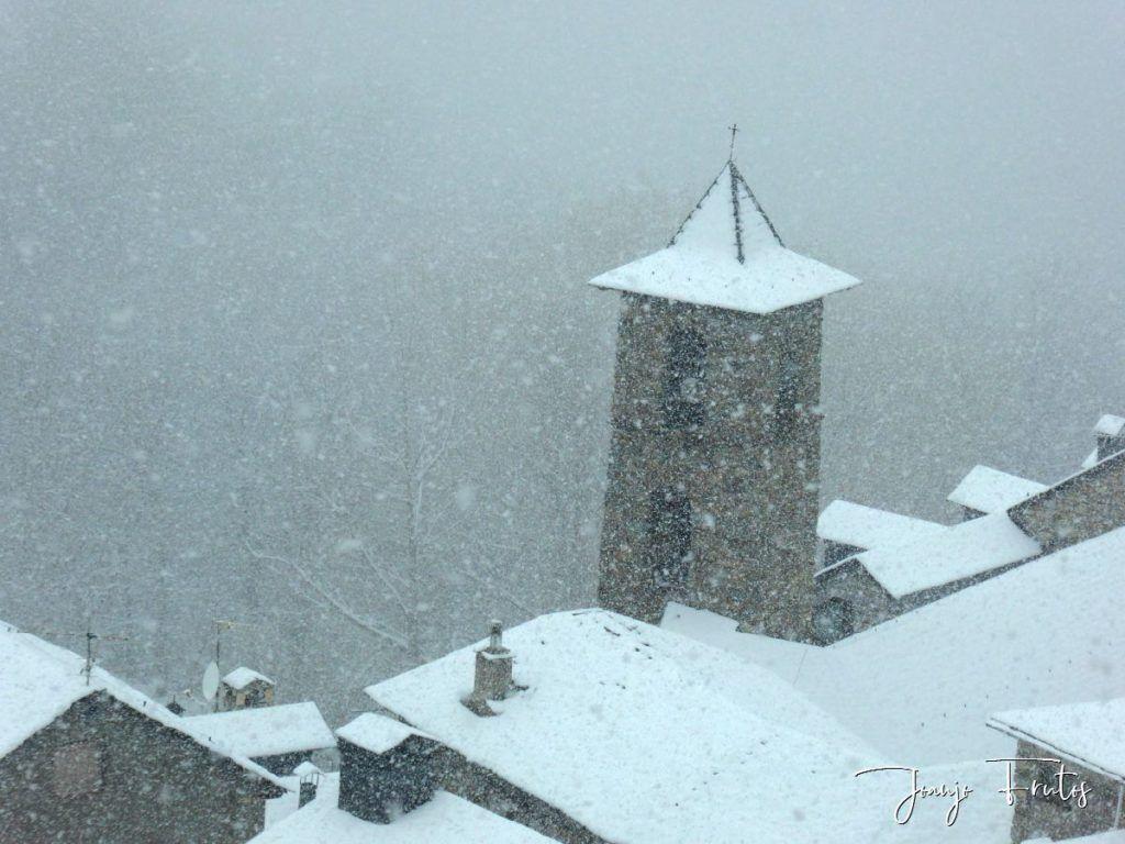 P1320127 1024x768 - Se casi acaba marzo nevando en Cerler (Valle de Benasque).
