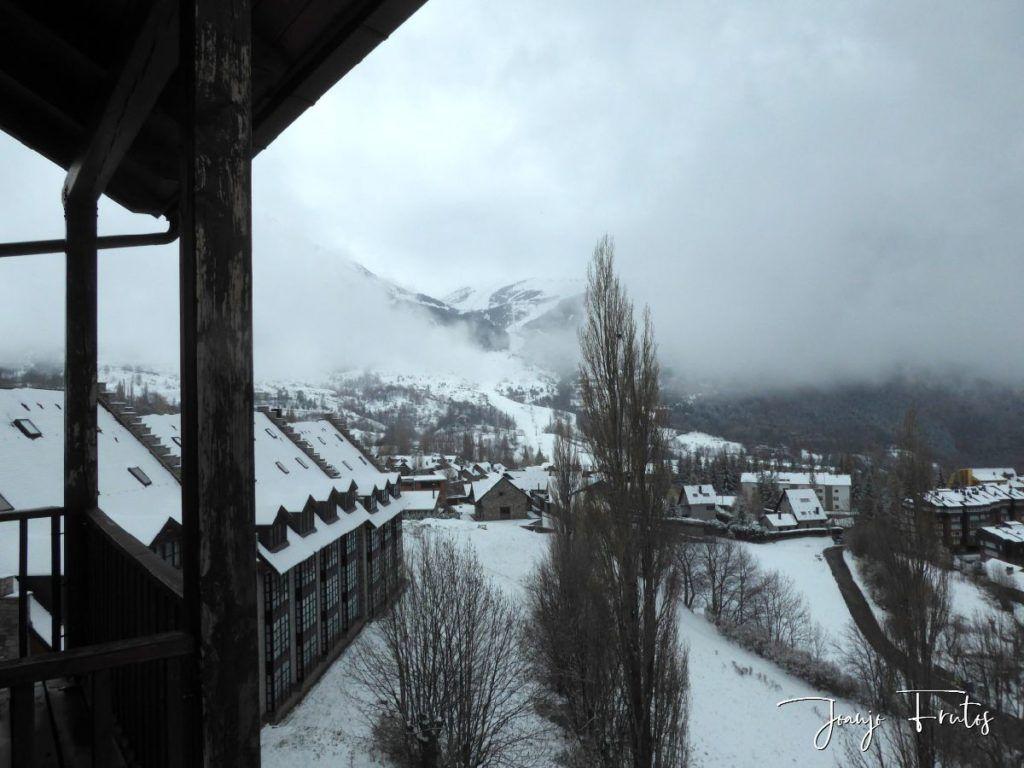 P1320134 1024x768 - Se casi acaba marzo nevando en Cerler (Valle de Benasque).