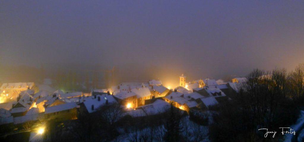 P1320146 1024x479 - Se casi acaba marzo nevando en Cerler (Valle de Benasque).