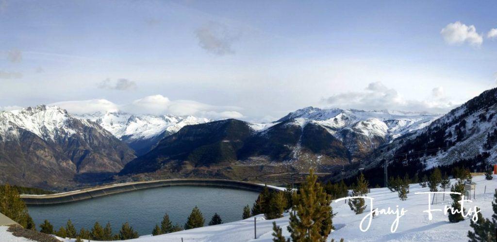 """Panorama 1 001 1024x498 - Nieve húmeda y """"disfrutona"""" en Cerler."""