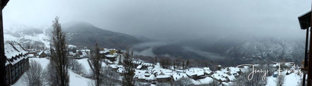 Panorama 11 1024x282 - Nevando y confinados en Cerler.