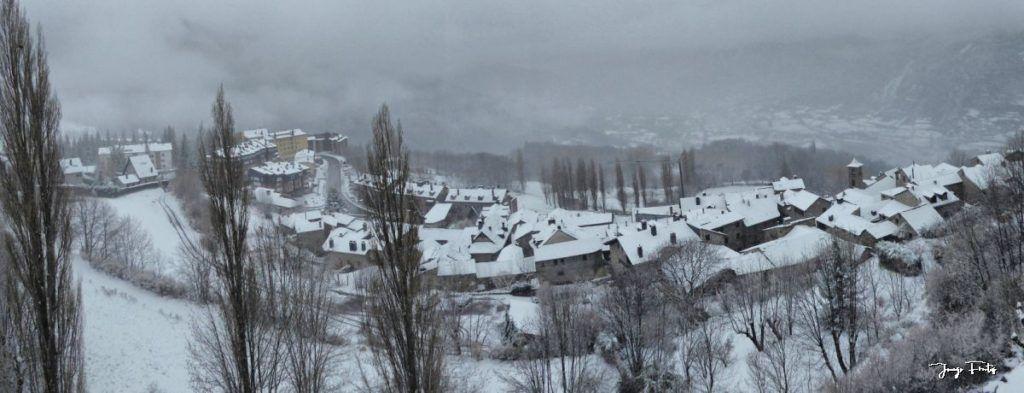 Panorama 1 fhdr 1024x393 - Se casi acaba marzo nevando en Cerler (Valle de Benasque).