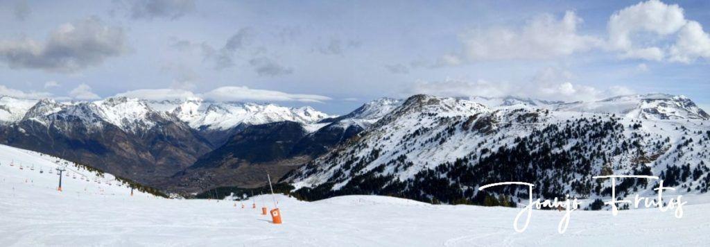 """Panorama 2 001 1024x356 - Nieve húmeda y """"disfrutona"""" en Cerler."""