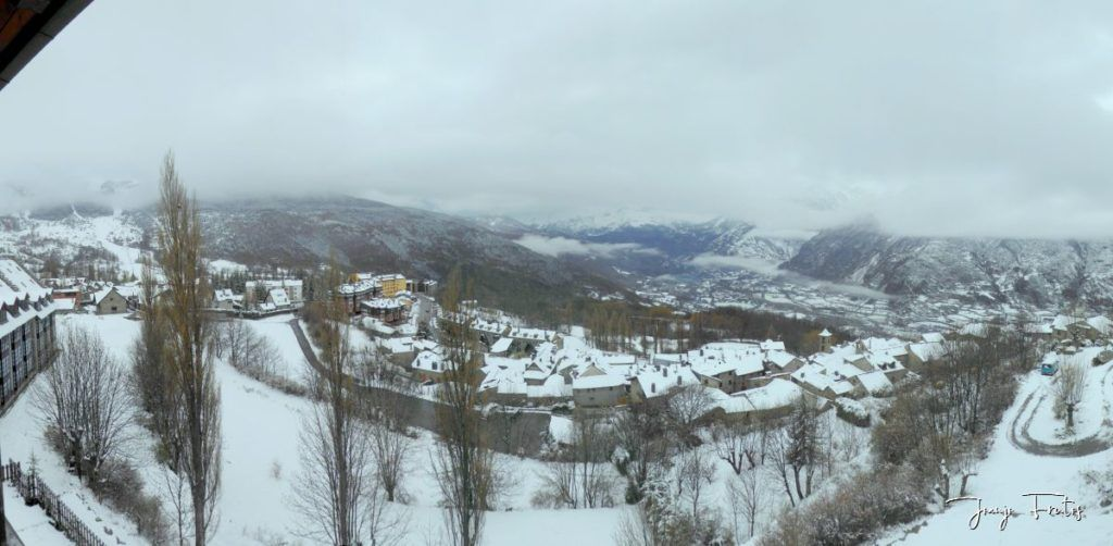 Panorama 2 1 1024x502 - Acaba marzo 2020 y sigue nevando en Cerler
