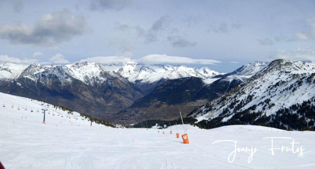 """Panorama 3 001 1024x549 - Nieve húmeda y """"disfrutona"""" en Cerler."""