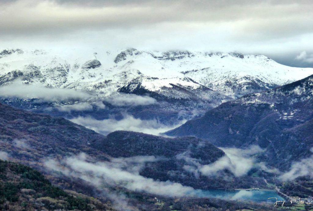 P1320187 fhdr 1024x691 - Abril y resistiendo las ganas ... Cerler con mucha nieve.