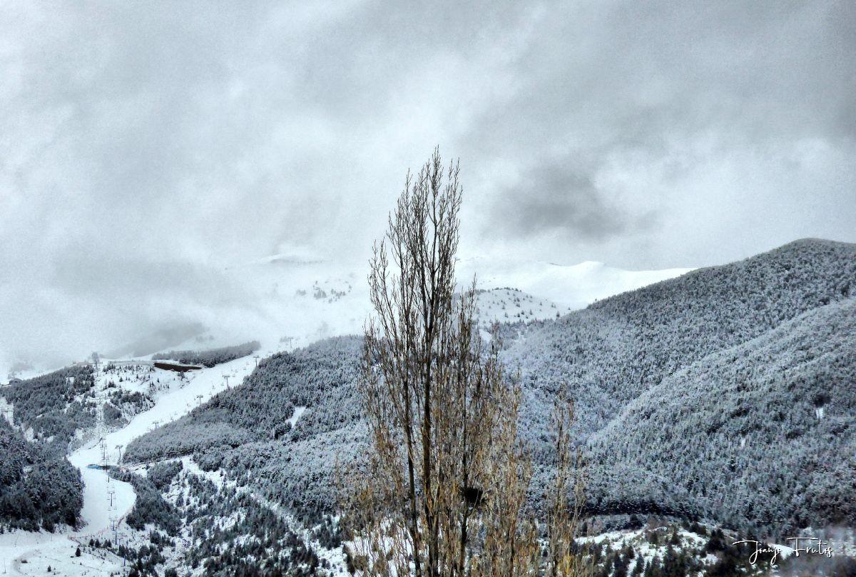 P1320188 fhdr - Abril y resistiendo las ganas ... Cerler con mucha nieve.