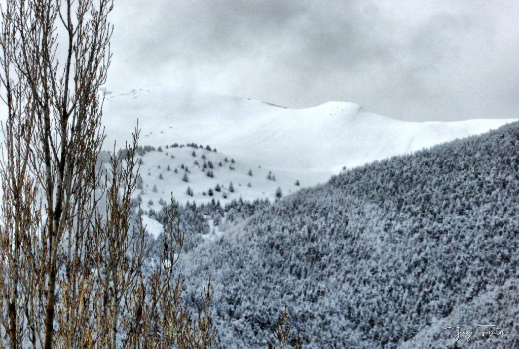P1320189 fhdr 1024x689 - Abril y resistiendo las ganas ... Cerler con mucha nieve.