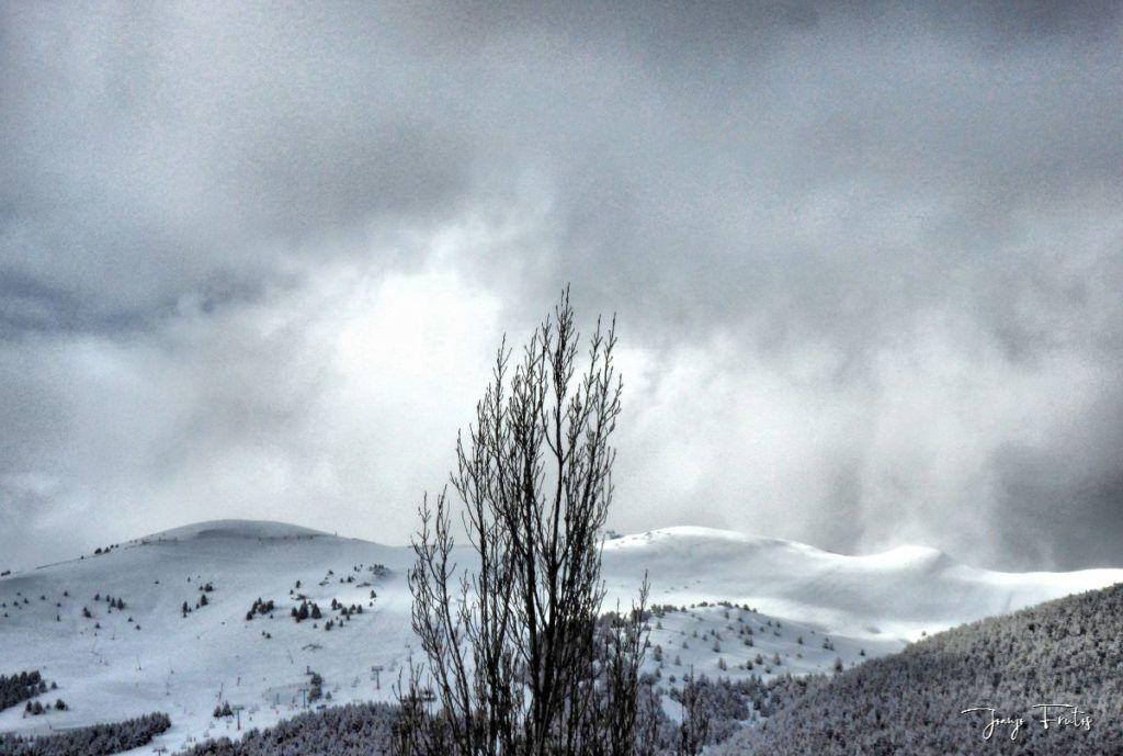 P1320193 fhdr 1024x689 - Abril y resistiendo las ganas ... Cerler con mucha nieve.