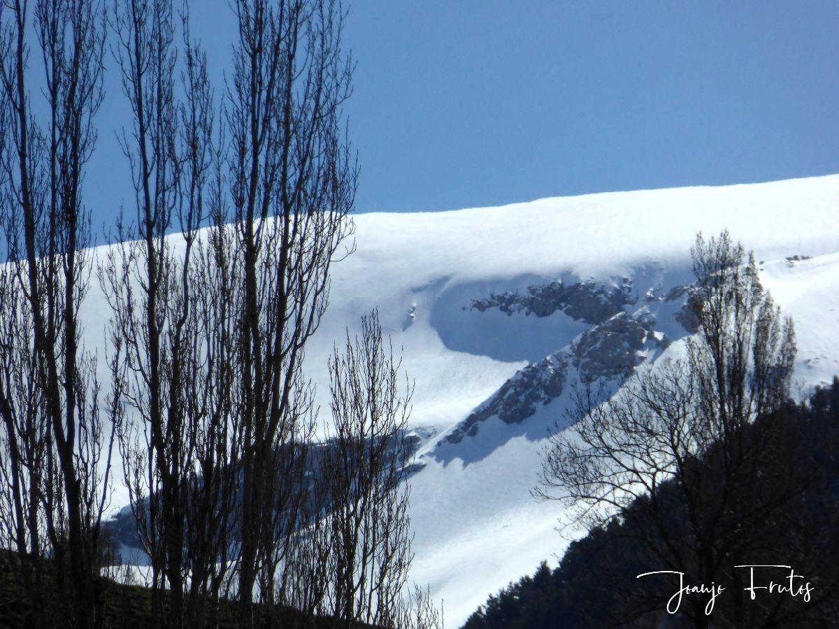 P1320214 - Abril, sol, nieve, confinamiento, Cerler.
