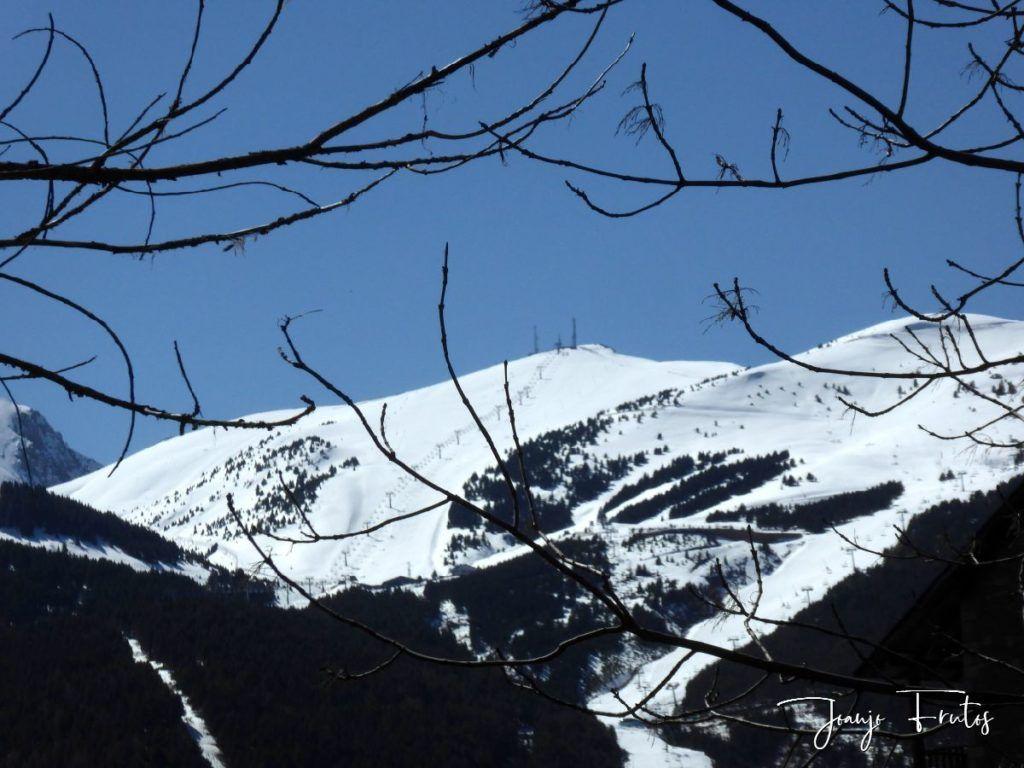 P1320234 1024x768 - Abril, sol, nieve, confinamiento, Cerler.