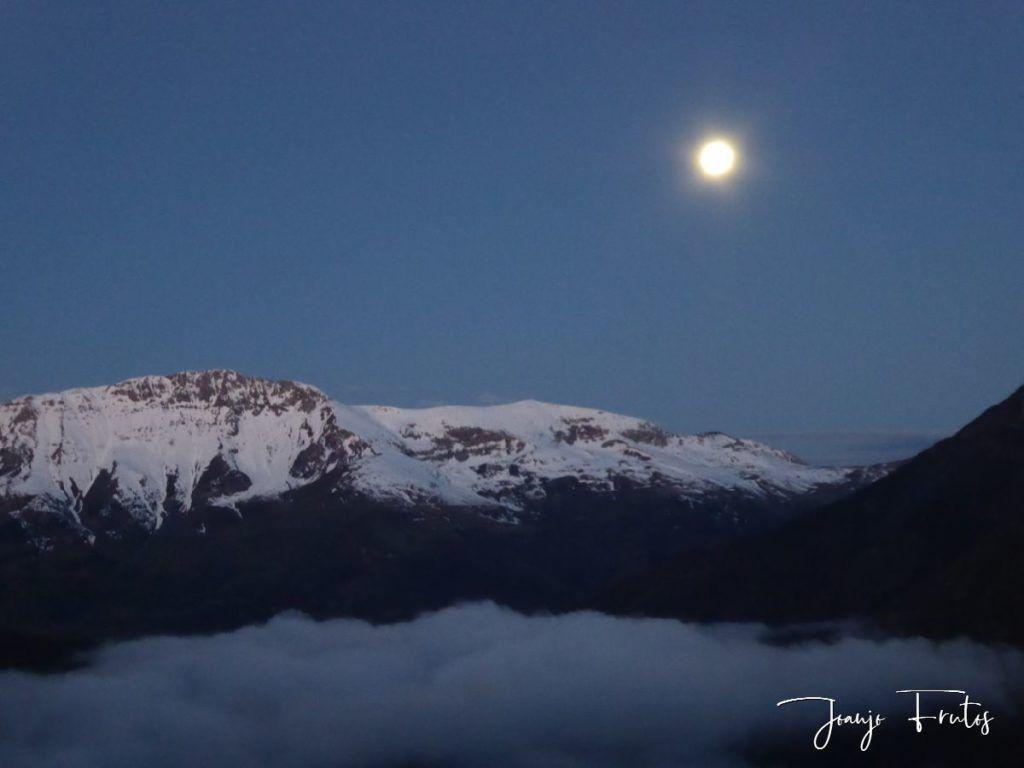 P1320548 1024x768 - Amanece con Luna Rosa en el Valle de Benasque