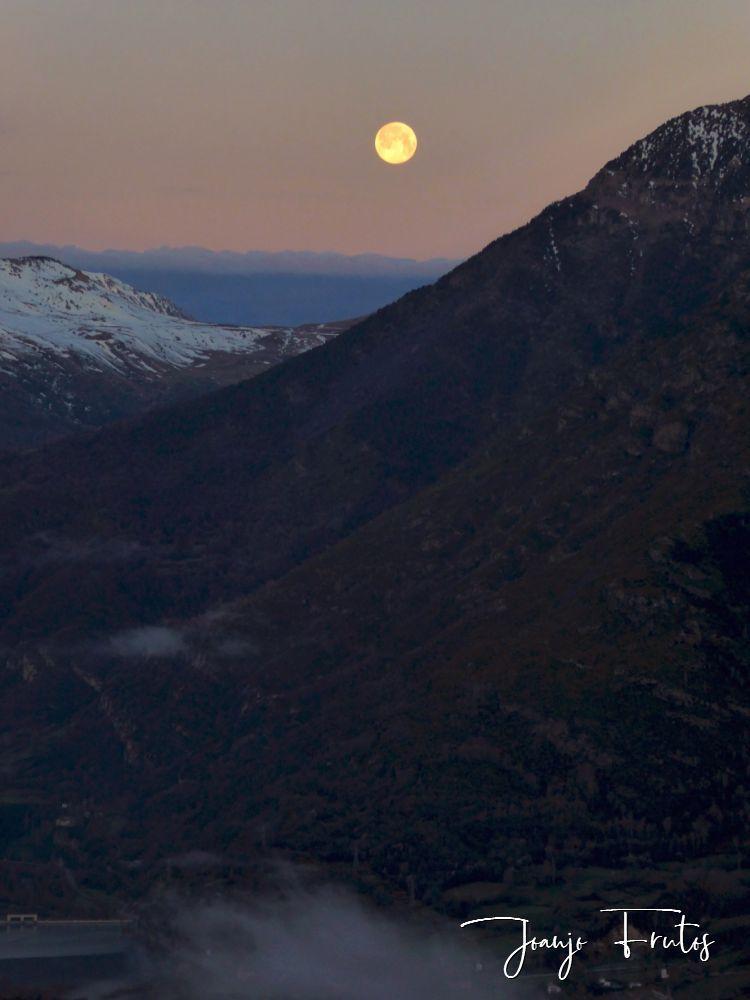 P1320567 - Amanece con Luna Rosa en el Valle de Benasque