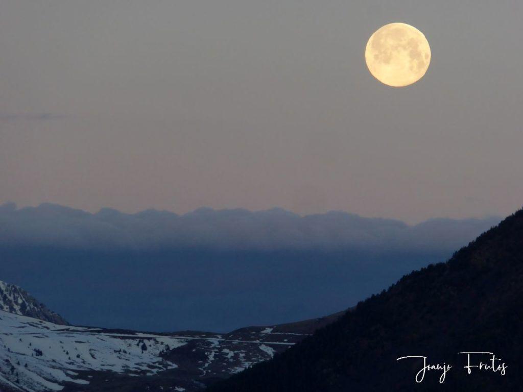 P1320571 001 1024x768 - Amanece con Luna Rosa en el Valle de Benasque