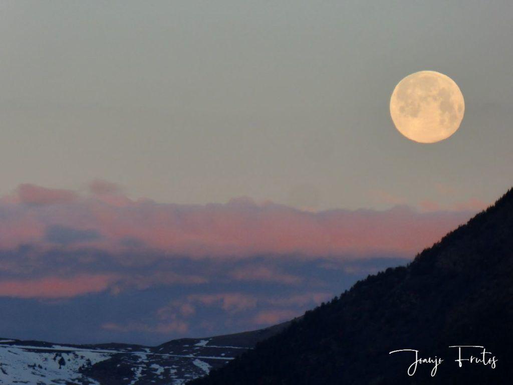 P1320576 1024x768 - Amanece con Luna Rosa en el Valle de Benasque