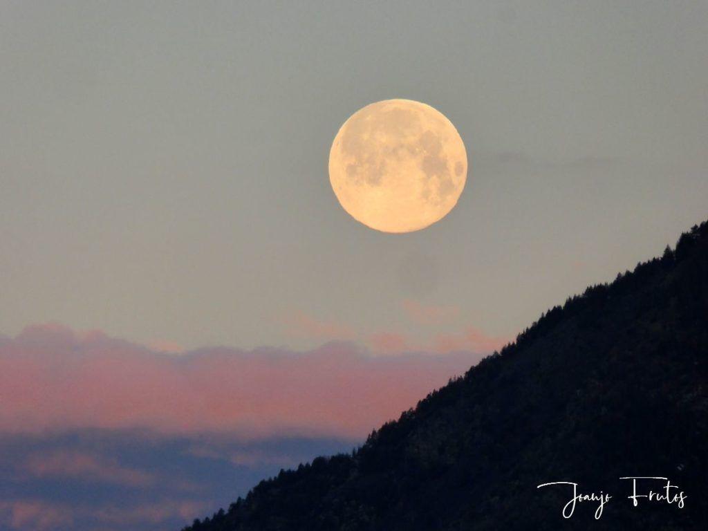 P1320577 1024x768 - Amanece con Luna Rosa en el Valle de Benasque