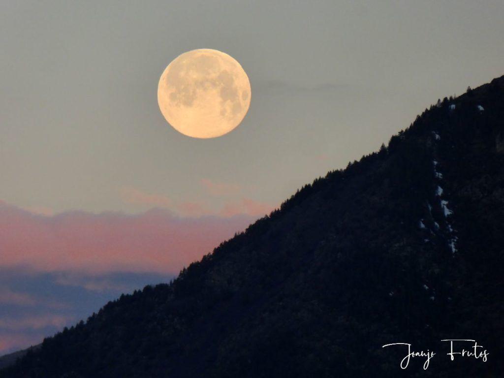 P1320578 1024x768 - Amanece con Luna Rosa en el Valle de Benasque