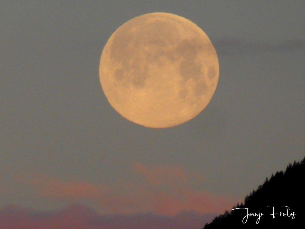 P1320580 1024x768 - Amanece con Luna Rosa en el Valle de Benasque