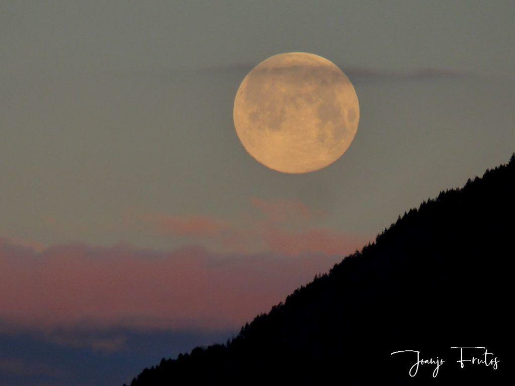 P1320582 1024x768 - Amanece con Luna Rosa en el Valle de Benasque