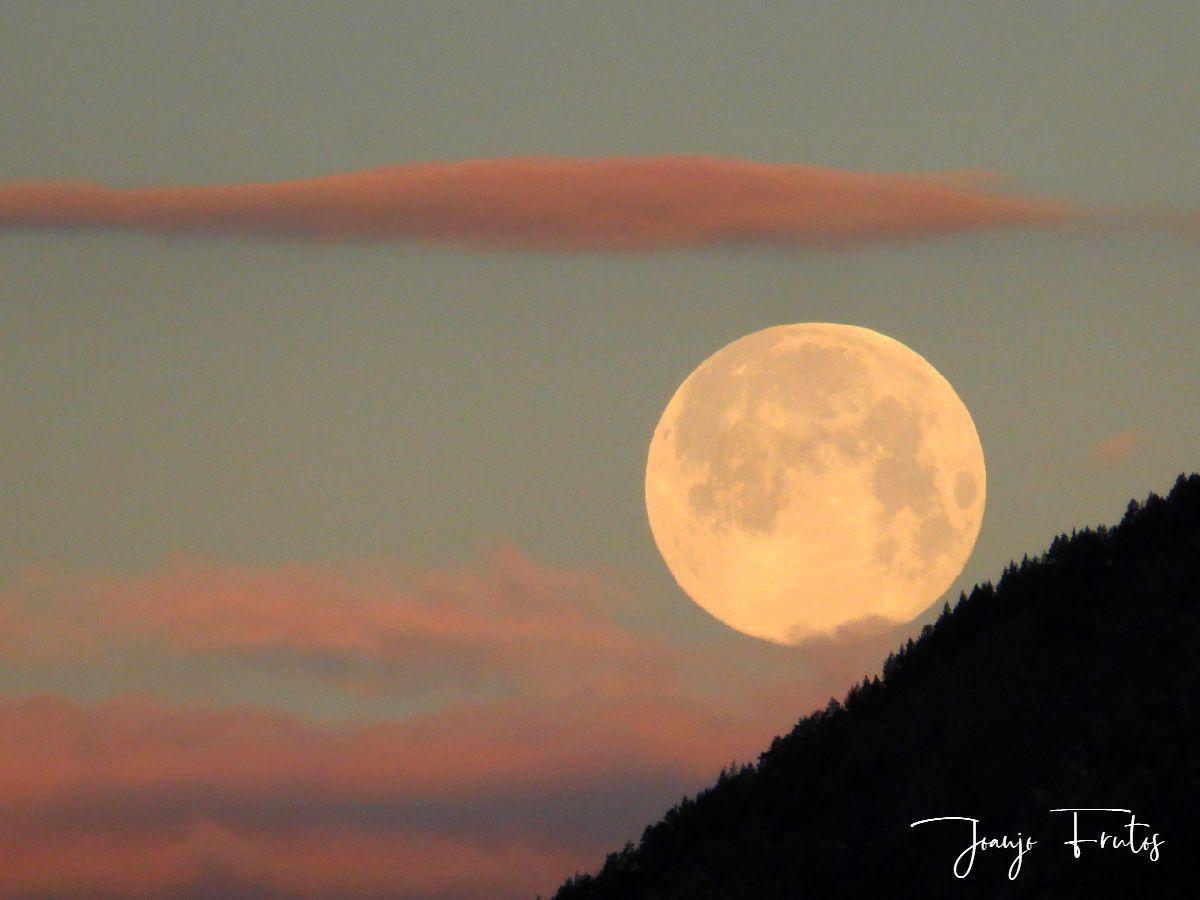 P1320589 - Amanece con Luna Rosa en el Valle de Benasque