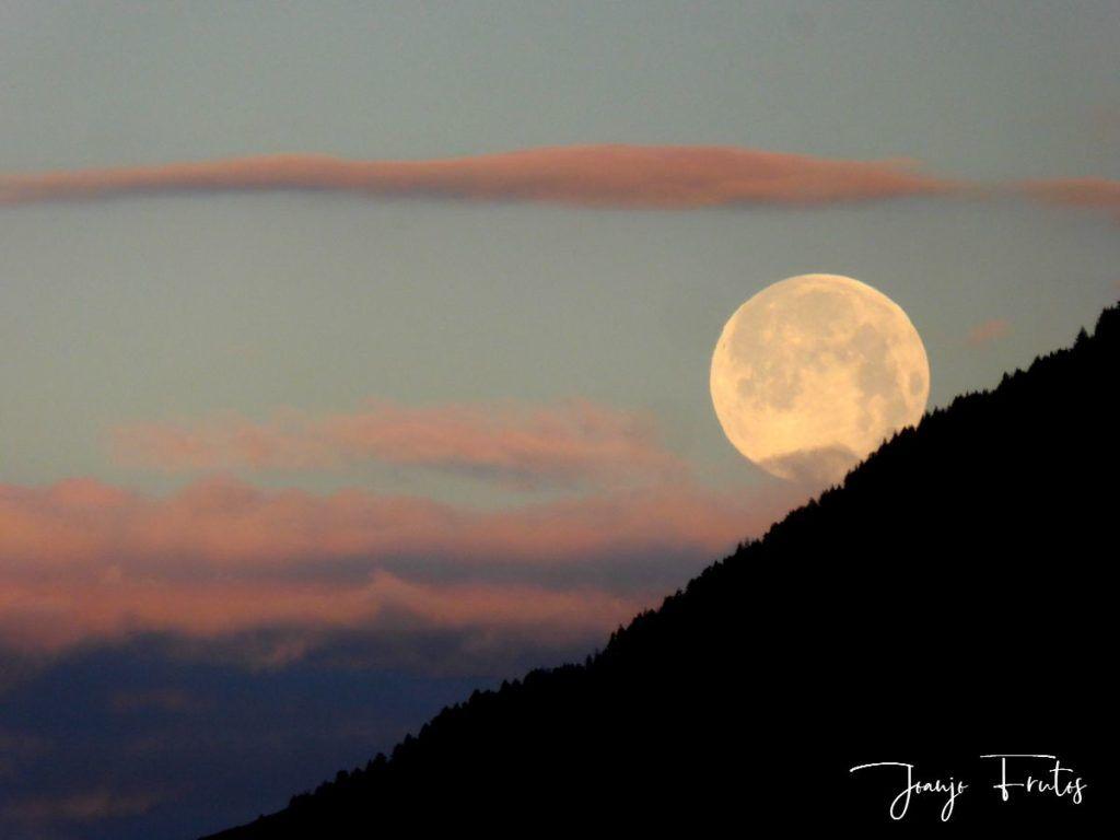 P1320590 1024x768 - Amanece con Luna Rosa en el Valle de Benasque